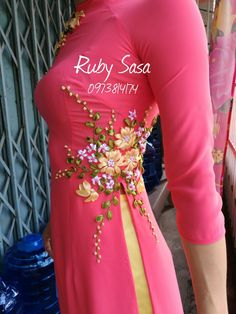 Embroidery floral shirt embroidered dresses Ideas for 2019 Embroidery On Kurtis, Hand Embroidery Dress, Kurti Embroidery Design, Flower Embroidery Designs, Embroidery Fashion, Pearl Embroidery, Latest Kurta Designs, Kurti Neck Designs, Blouse Designs