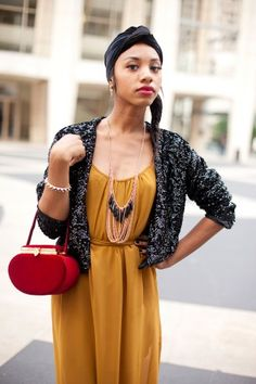Take an indie, boho outfit and add a true vintage purse of this quality and color = dynamite!