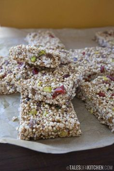These quinoa breakfast bars are out of this world delicious, healthy and provide a punch of protein!