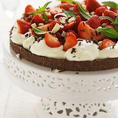 Nöt- och chokladtårta med jordgubbar
