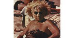 Mostra revela diversidade de banhistas em praia nova-iorquina nos anos 1960