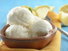 Receta de Sorbet de Limón Sorbet Ice Cream, Ice Cream Pops, Good Food, Yummy Food, Ideal Protein, Lemon Curd, Ice Cream Recipes, Different Recipes, Easy Desserts