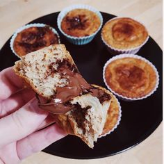 """6,561 mentions J'aime, 209 commentaires - Thibault Geoffray #90DayLC 🇫🇷 (@thibault_geoffray) sur Instagram: """"😱 Muffin surprise vanille chocolat 🍫🤤 Omg quand la diète devient un plaisir!! Et quand tes abonnés…"""" Curry Coco, Whey Protein, Fitness Nutrition, French Toast, Muffins, Food And Drink, Pie, Cooking, Breakfast"""