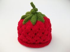 Ravelry: luvmygirlies' Strawberry Hat - free pattern on Ravelry. Knitted Hats Kids, Baby Hats Knitting, Knitting Yarn, Knit Hats, Crochet Mandala Pattern, Crochet Flower Patterns, Knitting Patterns, Knitting Ideas, Crochet Baby Beanie