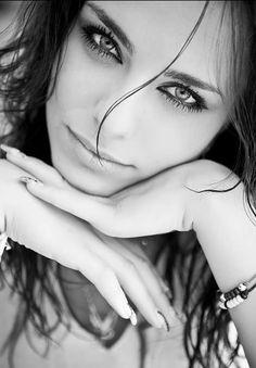 Dark Haired Beauty ♥~(ಠ_ರೃ) Très Belle Femme ღ♥♥ღ Sexy -♡- Sexy!!!