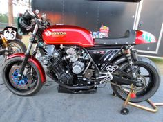 Bill Brint - owner of Tim's CBX fields this fabulous CBX in the Vintage Superbike Heavyweight class. Best exhaust note of anywhere!