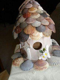 Sea Shell Shingles on a bird house- I like the too, not the bottom. Great way to use the shells I collectSea Shell Shingles on a bird house- I like the too, not the bottom. Great way to use the shells I collect Seashell Crafts, Beach Crafts, Diy And Crafts, Birdhouse Designs, Birdhouse Ideas, Fairy Garden Houses, Fairy Gardens, Beach Fairy Garden, Miniature Gardens