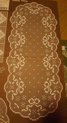 This Pin was discovered by Seb Filet Crochet, Crochet Art, Crochet Patterns, Crochet Table Runner Pattern, Crochet Tablecloth, Crochet Doilies, Lace Table Runners, Handicraft, Diy And Crafts