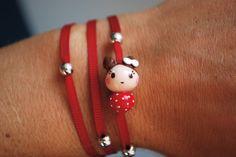 """Bracelet """"Dolly rouge à pois"""" avec ruban rouge et perles argentées : Bracelet par fildanges"""