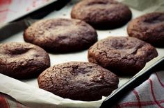 1-Dark Chocolate Cookies-shutterstock_201153959_0.jpg (700×465)