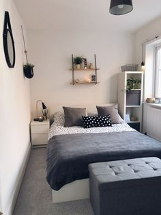 30 Lovely Small Bedroom Design Ideas Perfect For Couples Bedroom Ideas For Small Rooms Bedroom Couples Design Ideas lovely Perfect Small Small Bedroom Interior, Small Apartment Bedrooms, Small Space Bedroom, Small Master Bedroom, Small Bedroom Designs, Room Ideas Bedroom, Small Spaces, Small Bedroom Layouts, Small Bedroom Decorating
