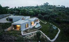 Casa na Gateira by Camarim in Portugal. #residentialarchitecture #house #homedesign #designinspo #sustainablehouse #Portugal #vineyard #foothills