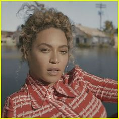 Beyonce: 'Formation' Full Video & Lyrics – WATCH NOW! Beyonce just released a brand new song called Marie Claire, Vanity Fair, Beyonce Show, Chunky Girls, The Formation World Tour, Natural Hair Transitioning, Get Rid Of Blackheads, Portraits, Struggle Is Real