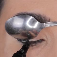 TOP EYELINER HACKS up for brown eyes ideas ideen fasching products tutorial videos Makeup Makeup Eyeliner Hacks, Eyebrow Makeup Tips, Makeup Tutorial Eyeliner, Makeup Eye Looks, Eye Makeup Steps, Beautiful Eye Makeup, No Eyeliner Makeup, Eye Makeup Art, Smokey Eye Makeup