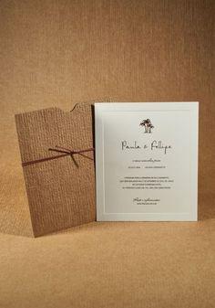 Vai fazer um casamento na praia? A Laviva também faz um modelo mais rústico, com envelope marrom, remetendo à palha, além do desenho de coqueiros no próprio convite.