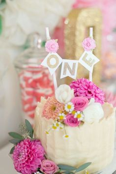 Floral topped first birthday cake: www.stylemepretty... | Photography: Modern Kids - www.modernkids.com/