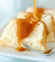 Honey Caramel Sauce — Recipes from Nature Nate's Honey Köstliche Desserts, Healthy Dessert Recipes, Delicious Desserts, Cake Recipes, Yummy Food, Honey Caramel, Butterscotch Sauce, Honey Recipes, Greek Recipes