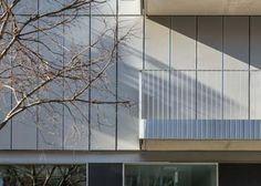 Un edificio de viviendas con fachada textil de AVA Studio, seleccionado para participar en los premios FAD de Arquitectura 2015