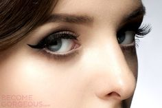 10 Makeup Tricks for Droopy Eyelids - When your eyelids are drooping, rush into cosmetic surgery. First of all, learn how to fix the issue with a few excellent makeup tricks for saggy eyelids. Makeup For Droopy Eyelids, Saggy Eyelids, Droopy Eyes, Hooded Eye Makeup, Hooded Eyes, Natural Makeup Tips, Eye Makeup Tips, Makeup Tricks, Hair Makeup