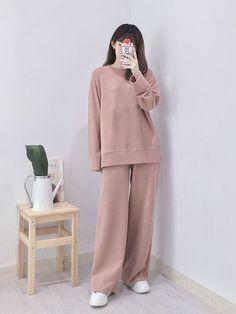 Korean Girl Fashion, Korean Fashion Trends, Ulzzang Fashion, Korean Street Fashion, Korea Fashion, Kpop Fashion, Hijab Fashion, Teen Fashion, Moda Outfits