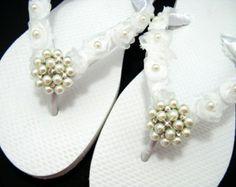 Bridal Flip Flops Wedding Sandals Rosette Wedding Flip Flops Rhinestone Pearl Brooch Beach Wedding Bridesmaid Shoes Bride Shoes Slippers