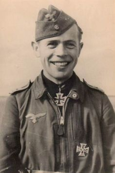 ✠ Max Stotz (13 February 1912 - 19 August 1943) Following aerial combat with a large formation of Yakovlev fighters he bailed out and was not seen again. RK 19.06.1942 Oberfeldwebel Flugzeugführer i. d. II./JG 54 30.10.1942 [137. EL] Oberfeldwebel Flugzeugführer i. d. II./JG 54