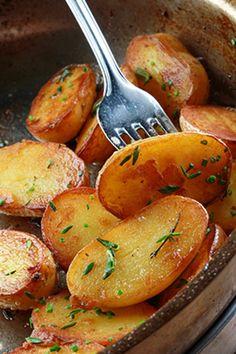 Γαλλικές πατάτες σοτέ με θυμάρι, δενδρολίβανο και σκόρδο