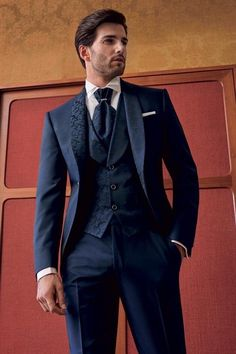 Latest Mens Fashion, Mens Fashion Suits, Mens Suits, Men's Fashion, Men's Tuxedo Styles, Groom And Groomsmen Style, Costume Sexy, Trench Coat Men, Mens Attire