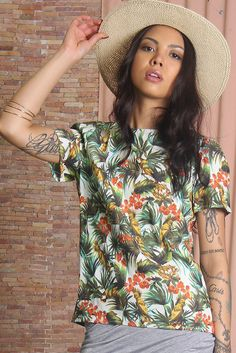 Short sleeves top by The Fifth in boxy design, made from a lightweight fabric. Features include: round neck, straight cut, invisible zip closure at the back and irresistible Hawaiian print.
