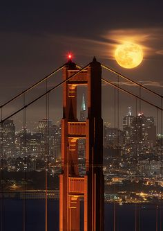 Bridge to the Moon in San Francisco, California, USA Beautiful Moon, Beautiful Places, San Francisco At Night, Moon Pictures, Moon Photos, Shoot The Moon, Moon Photography, Travel Photography, Beautiful Buildings