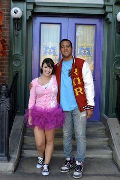 What a cute Halloween costume idea! The frats/sororities from MU! Disneyland Halloween, Disney Halloween Costumes, Cute Costumes, Family Costumes, Halloween Kostüm, Couple Halloween, Halloween Cosplay, Costume Ideas, Group Costumes