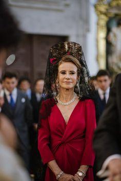 La boda de Almudena y Víctor en Madrid Religious Ceremony, Church Ceremony, Previous Life, Something Old, Single Women, Quinceanera Dresses, Bride Groom, Fashion Dresses, Proposal Ideas