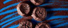 Pierre Hermé nous propose une recette de sablés extrêmement chocolat. De quoi faire plaisir à tous les gourmands ! Chocolate Lovers, Biscuits, Cookies, Desserts, Food, Greedy People, Crack Crackers, Crack Crackers, Tailgate Desserts