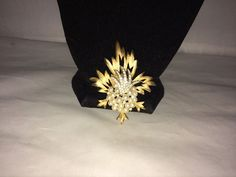 VTG. CROWN TRIFARI FAUX PEARL & RHINESTONE RARE STARBURST/FLOWERS/LEAVES BROOCH #Trifari