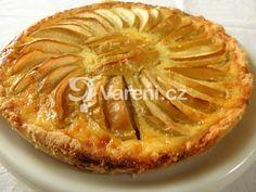 Vyzkoušejte si připravit chutný jablkový koláč pečený s vanilkovým krémem. Recept je snadný a nenáročný na přípravu. Vareni.cz - recepty, tipy a články o vaření.