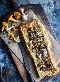 thyme mushroom tart photography [not in English] Menu Vegan, Tapas, Mushroom Tart, Mushroom Quiche, Food Club, Le Diner, Quiches, Appetizer Recipes, Food Inspiration