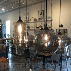 De Circle lamp is made of mirror glass. De lamp is splendid in a groep in the middle of in woonkamer. Luxury Lighting, Cool Lighting, Lighting Ideas, Light Fittings, Light Fixtures, Home Office Decor, Home Decor, House Doctor, Dining Room Design