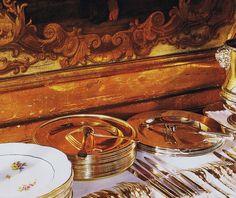 Dessert Chez le Baron et la Baronne de Rothschild, served on gold plated, with g. Architectural Digest, Le Baron, Ile Saint Louis, Guy, Paris, Tablescapes, Tea Party, Table Settings, Place Settings