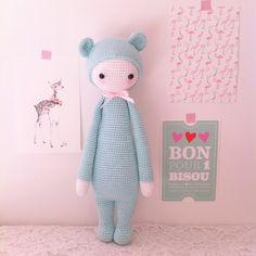 Voici Bina l'oursonne, parfait petite compagne pour vos enfants, ou pourquoi pas un joli objet de décoration. Les yeux de sécurité sont très bien fixés (toutefois, cette pe - 10884059