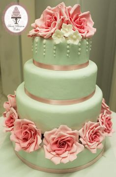 Romantic Rose Wedding Cake Cake by Sweet Blossom Cakes. I love the flowers! Wedding Cake Guide, Wedding Cake Cutting, Wedding Cake Roses, Wedding Cakes, Rose Wedding, Wedding Ideas, Cupcakes, Cupcake Cakes, Pretty Cakes