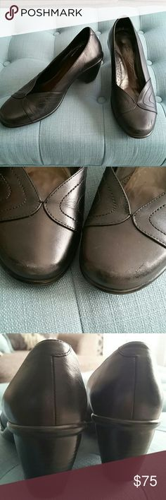 DANSKO Shoes!!! Size 38 Dansko shoes in great condition!! Slight scuffing in the front as shown in 2nd pic. Heels and soles in excellent condition!! Black leather. DANSKO Shoes Mules & Clogs