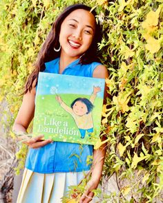 Like feathery seeds, a young girl and her mother take flight, putting down roots in an adopted country. Soon they blossom in their new home, strong and beautiful among hundreds of others just like them. Huy Voun Lee's text is gentle and lyrical, making for an excellent storytime or bedtime read. The story is based on Huy's own childhood experience of moving to the US as a Cambodian refugee. 📸 @maistorybooklibrary