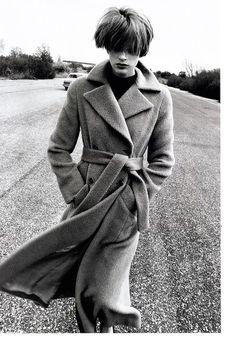 US Harper's Bazaar August 1994 Camel Trip Ph: Peter Lindbergh Model: Kristen McMenamy Fashion Photography Inspiration, Editorial Photography, Classic Photography, Urban Photography, Portrait Photography, Monochrome, Portraits, Peter Lindbergh, Glamour