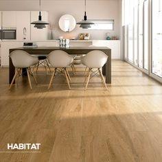 Alpine oak, un piso clásico para darle a tu hogar un toque cálido y acogedor.   #HabitatVenezuela #ProductoHabitat #Porcelanato #Home #Decor #Style