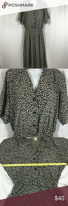 Vintage Liz Roberts SZ 16 Daisy Dress Vintage Liz Roberts SZ 16 Daisy Dress *has three front buttons and elastic waistband. Liz Roberts Dresses