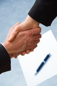 Voor de meeste sollicitanten is het arbeidsvoorwaardengesprek toch een lastig gesprek. Wat voor eisen kun je stellen? Hoe stel jij je op tijdens de onderhandelingen? En in hoeverre gaat de werkgever akkoord met je eisen?