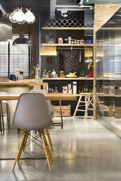 Waanzinnige loft waar hout en andere natuurlijke elementen de boventoon voeren Roomed | roomed.nl