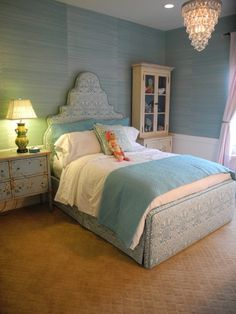 Love the walls and the bed frame!!