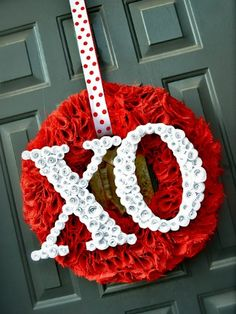 http://www.goodhousekeeping.com/holidays/valentines-day-ideas/diy-valentines-day-wreaths?src=nl