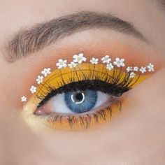 56 Fabulous Eye Christmas Makeup Ideas To Makes You Look Stunning - Makeup Ideas. - 56 Fabulous Eye Christmas Makeup Ideas To Makes You Look Stunning – Makeup Ideas Gold Eye Makeup, Makeup Eye Looks, Dramatic Eye Makeup, Eye Makeup Art, Colorful Eye Makeup, Crazy Makeup, Smokey Eye Makeup, Pretty Makeup, Yellow Makeup